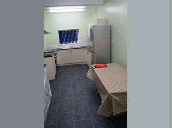 En-suite double room available NOW