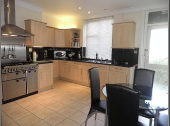 EasyRoommate UK - House Share in Pudsey - Top condition, Pudsey - £350 pcm