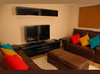 EasyRoommate UK - Modern Double Room with En-Suite, Cheltenham - £585 pcm