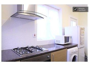 EasyRoommate UK - Beautifful and bright doubleroom ( stratford ) - Manor Park, London - £600 pcm
