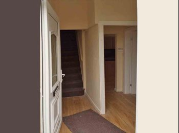(INCLUDE BILLS) 2 ROOM AVAILABLE IN 4 BEDROOM