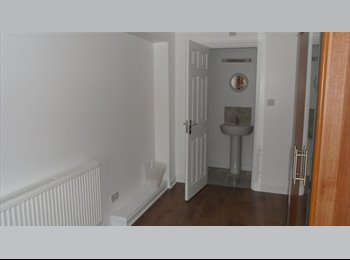 EasyRoommate UK - Available clean Double bed with Ensuite in MiltonKeynes, Milton Keynes - £585 pcm