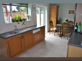 Large furnished single room - close to uni