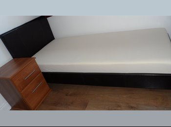 EasyRoommate UK - Available f/furbished Ensuite Large doublebed in Milton Keynes, Milton Keynes - £585 pcm