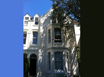 EasyRoommate UK - SUPERB 5 BEDROOM STUDENT HOUSE/CLOSE TO UNIVERSITY - Mutley, Plymouth - £400 pcm