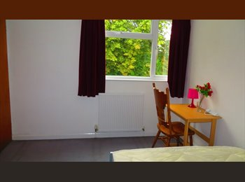Double room newly refurbished house 5 minutes walk from...