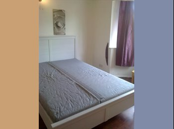 EasyRoommate UK - Spacious double Room, Acton - £800 pcm