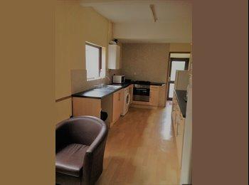 EasyRoommate UK - Large Double Bedroom, Northampton - £370 pcm