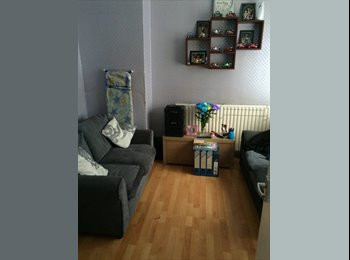 EasyRoommate UK - very large single room to let - Englefield Green, North Surrey - £450 pcm