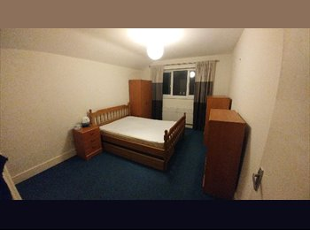 EasyRoommate UK -  A lovely Double ENSUITE  room - Surrey Quays/Deptford Park  available NOW!, Rotherhithe - £695 pcm