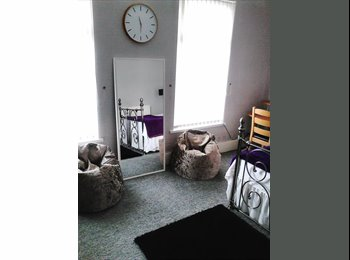 Cosy large double newly decorated 20 mins frm city