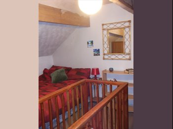 Airy Attic Room avail for rent in Kirkstall