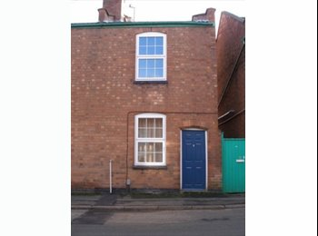 EasyRoommate UK - 3 bed student house, Leamington Spa - £350 pcm