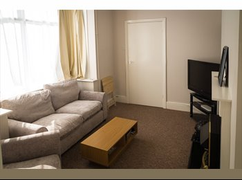 Large double rooms available in great house share!!
