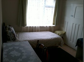 Lovely spacious room available/ shared facilities/ 130£ Per...