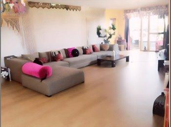 EasyRoommate UK - Fantasic flatshare in a modern spacious 2 bed flat, London - £1,100 pcm