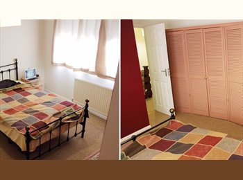 Double Room 8 mins walk to station - No Couples!!!