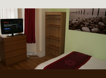 EasyRoommate UK - DOUBLE ROOM STOKE COVENTRY - CLEANING & BILLS INCLUDED , Barras Heath - £415 pcm