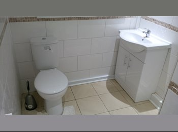EasyRoommate UK - Lovely Double Rooms With Sinks - Stourbridge Centre, Dudley - £365 pcm