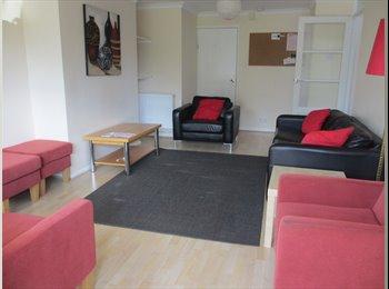 EasyRoommate UK - SUPERIOR STUDENT HOUSE - Cheltenham, Cheltenham - £390 pcm