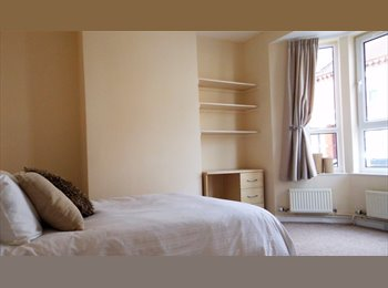 EasyRoommate UK - 1x Large double room available now in town centre, Northampton - £420 pcm