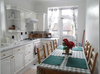 LARGE DOUBLE ROOM IN BEAUTIFUL SEMI-DETACHED HOUSE IN NORTH...