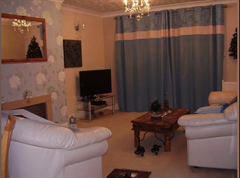 EasyRoommate UK - Clean & airy furnished double-sized room - Rowley Regis, Sandwell - £375 pcm