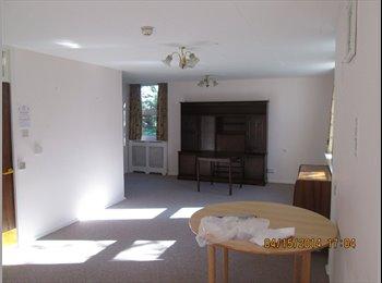 EasyRoommate UK - V Large Double rooms, Good Condition, Bills Inc - Stockwood, Bristol - £275 pcm