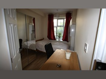 EasyRoommate UK - FULLY FURNISHED   EN SUITE DOUBLE ROOM £780 INCLUSIVE, London - £780 pcm