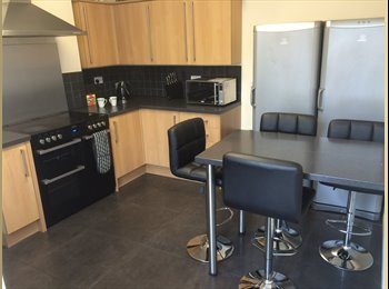 EasyRoommate UK - V Big Double, Central Location, BT Fibre WiFi, Weekly Cleaner, Private bathroom, Nr. Rail Stn, CREWE, Crewe - £410 pcm