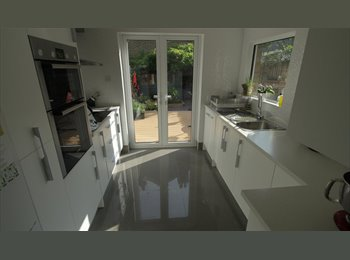 EasyRoommate UK - Lovely double room in luxurious, spacious house - West Ealing, London - £750 pcm