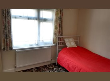 EasyRoommate UK - Double room available for single occupancy - Hayes, London - £480 pcm