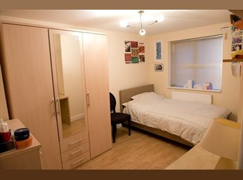 Single and Double Room Available, Whitechapel Flat