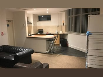 Rooms available in a modern refurbished apartment