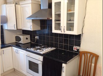 EasyRoommate UK - double room available 1st june wifi flat - Govan, Glasgow - £300 pcm