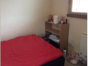 EasyRoommate UK - Cosy single  room in a nice big house in zone 6. - Harold Hill, London - £360 pcm