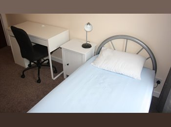 EasyRoommate UK - 4 Bedroom House for Students or Medical Students - Preston, Preston - £238 pcm