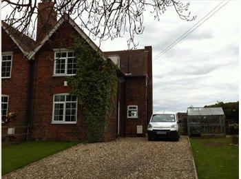 EasyRoommate UK - Pretty village location :) - Wawne, Hull - £400 pcm