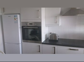 Double room in newly decorated, top floor flat