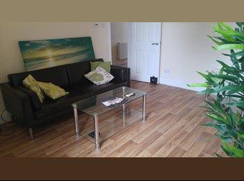 EasyRoommate UK - Double Bedroom close to Shops, Metro links etc - Stretford, Trafford - £455 pcm