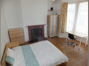EasyRoommate UK - 2 Large Double Rooms available soon, near Central Plymouth, Plymouth - £375 pcm