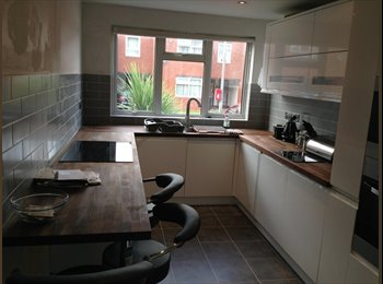 EasyRoommate UK - Parvills - Waltham Abbey - Loughton, London - £580 pcm