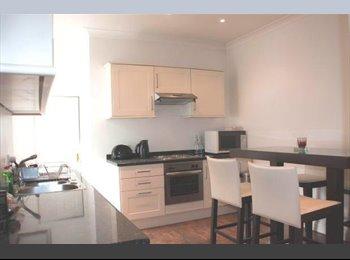 EasyRoommate UK - Chelsea Double Room - Flat Share - West Brompton, London - £1,040 pcm