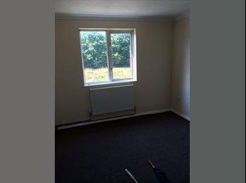 6 Rooms availabe in Bretton area.