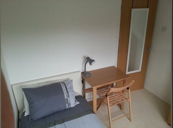 EasyRoommate UK - Single Room - Great Location - Welcoming Home - Muscliff, Bournemouth - £320 pcm