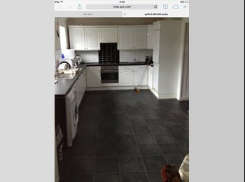EasyRoommate UK - Quality Double Room  and Single Room  RushyMead, Belgrave - £350 pcm