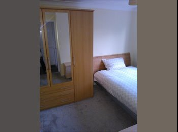 EasyRoommate UK - Doube room - Stratton St Margaret, Swindon - £385 pcm
