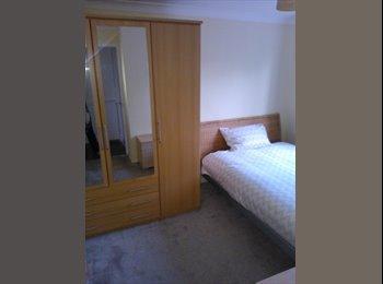 EasyRoommate UK - Doube room Monday to Friday  - Stratton St Margaret, Swindon - £385 pcm