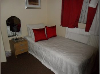 Spare room available in Woolwich,