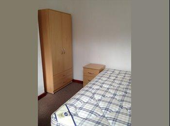 Newly refurbished house walking distance form Uni